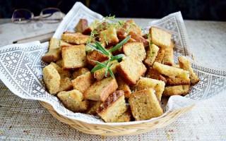 Рецепты сухариков с чесноком в домашних условиях — просто и полезно