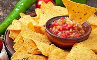 Из чего делают чипсы Начос: как сделать хрустящую закуску дома, с каким соусом есть