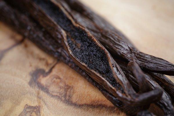 Семена внутри стручка ванили