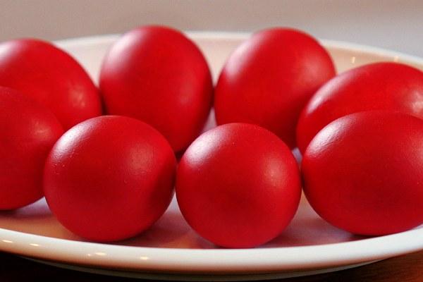 Красные яйца