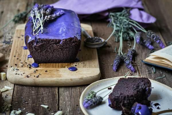 Лавандовая глазурь на торте