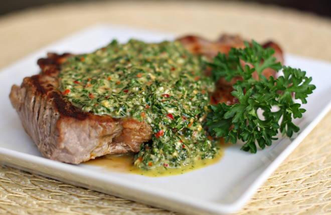 Мясо под соусом чимичурри